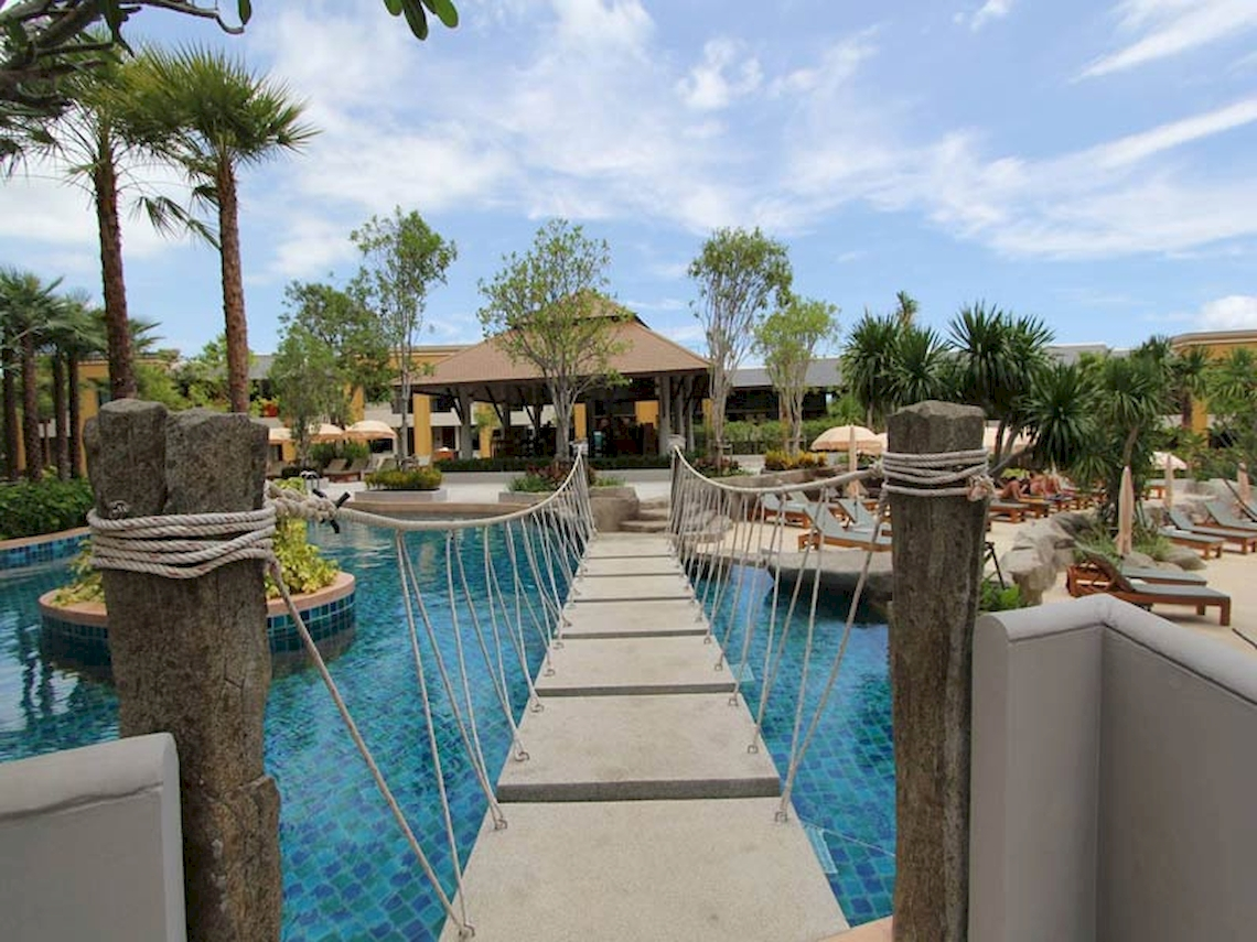 Rawai Palm Beach Resort / Phuket